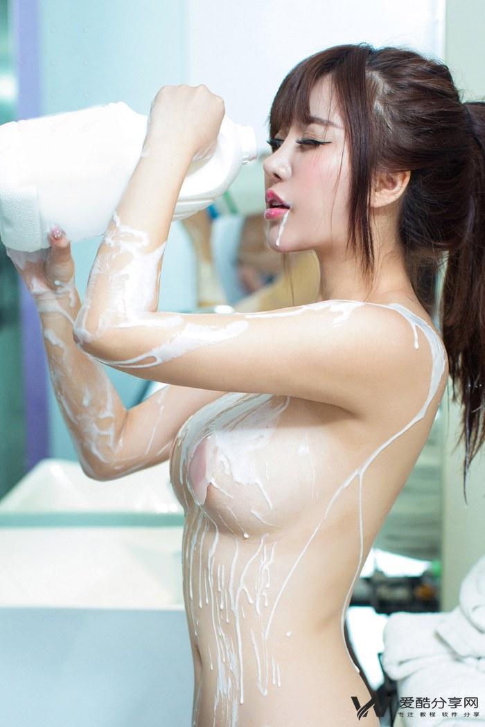 福利美图_绝色熙可人爱奶浴乳贴下酥胸依稀可见